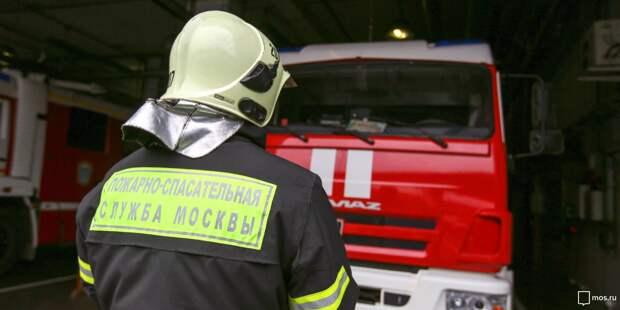 Спасатели ликвидировали пожар в общежитии в Кочновском проезде