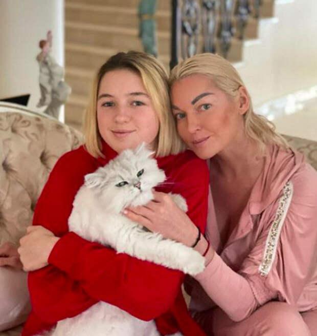Анастасия Волочкова: «Даже не знаю, где живет дочь»