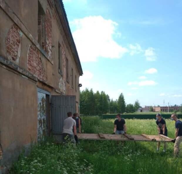 Волонтёры провели субботник в древнейшем монастыре под Тверью