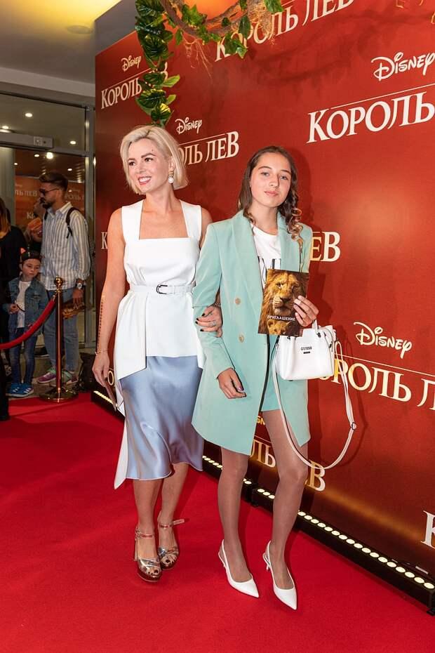 Дочь Волочковой провела новогодние каникулы с отцом и его любовницей