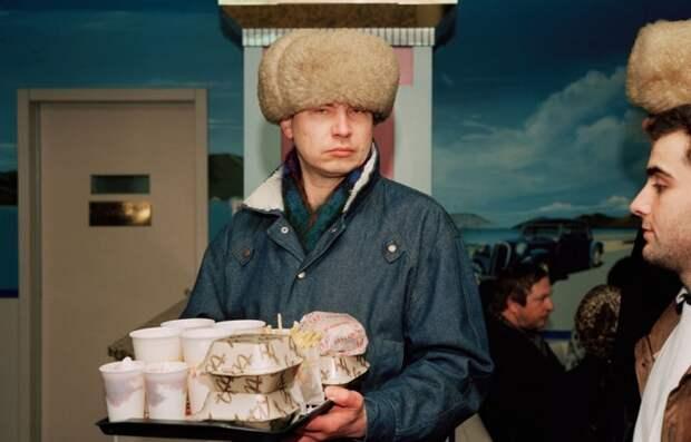 Первый Макдональдс в Москве (1992).