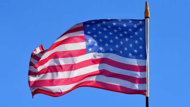 Сенатор Пушков заявил, что США не удастся одновременно «шагать и жевать жвачку»