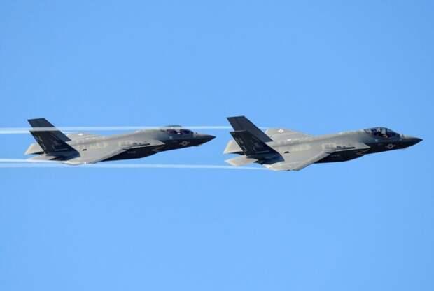 Итальянские самолёты M-346 выступили против истребителей F-35