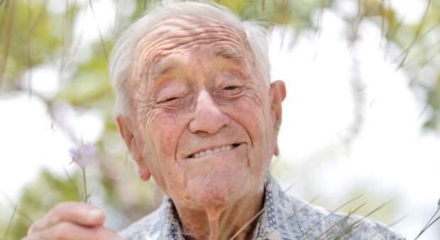 104-летний учёный — геоботаник Дэвид Гудолл, умер в 2018, долгое время не ходил, но работал