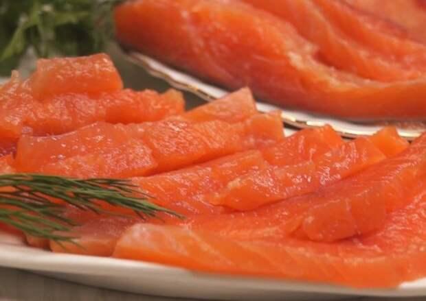 Специалисты Роскачества дали советы по выбору красной рыбы