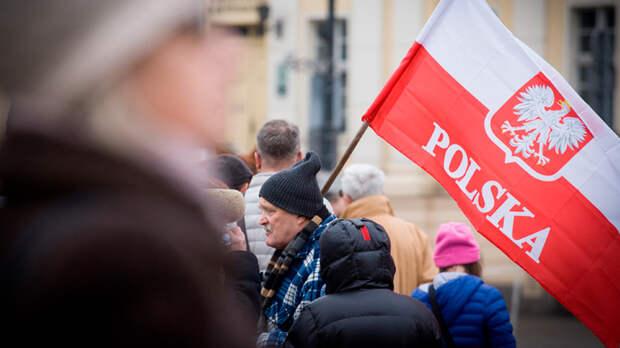 Резали русских, а теперь требуют встать на колено. Просить ли прощения у Польши?