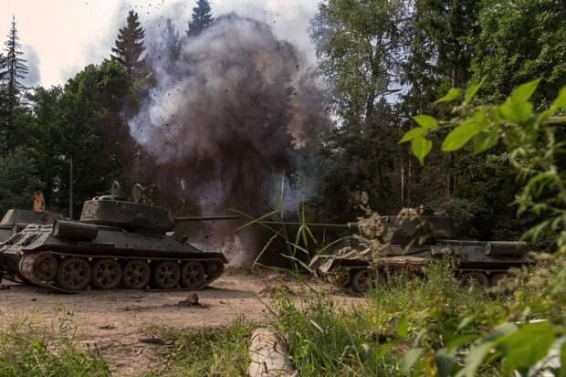 Константин Белошапка и Дарья Мельникова стали танкистами в «Крепкой броне»