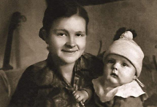 Леонид Кулагин с мамой