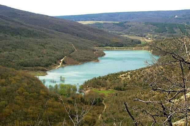 В Геленджике начали подавать воду из Церковного озера
