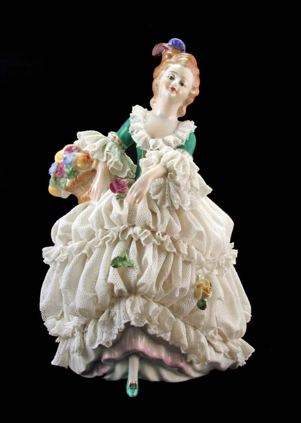 LADY WITH FLORAL BASKET VINTAGE GERMAN DRESDEN LACE FIGURINE 7""