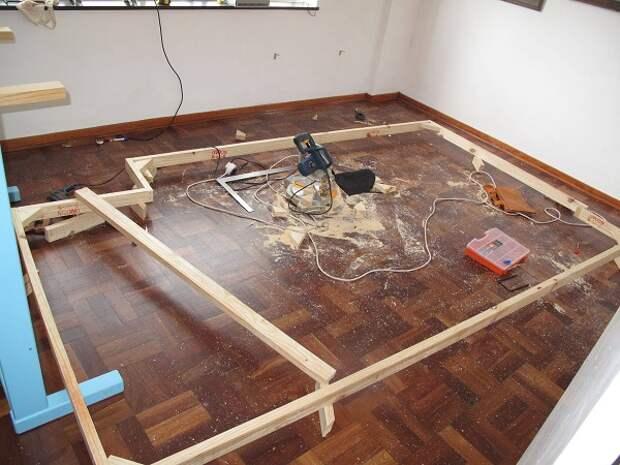 Маленькую комнату можно  превратить в настоящее чудо конструкторской мысли!