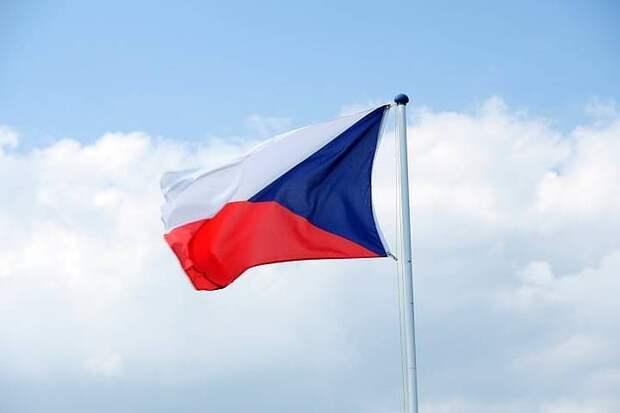 В Праге облили кетчупом стены российского посольства: семь человек задержаны