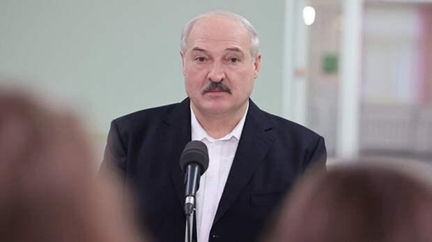 Лукашенко возглавил бригаду на общереспубликанском субботнике