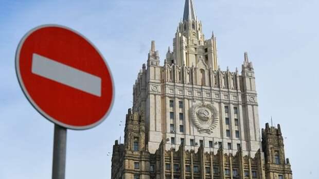 МИД России: Число дипломатов впосольствах Чехии иРоссии сократится досеми