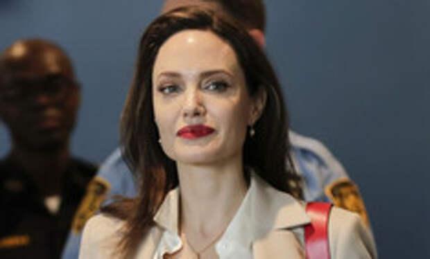 Трое детей Джоли хотят свидетельствовать против Питта