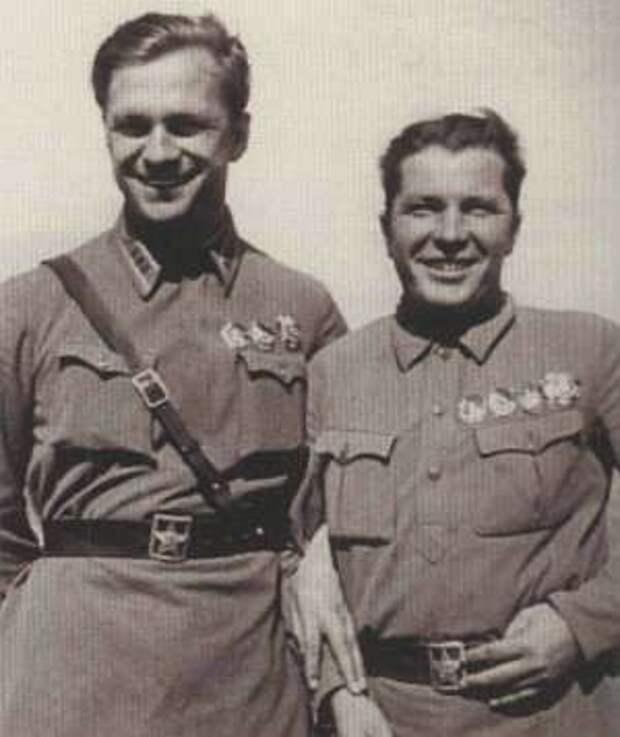 Полковник А.Гусев и командир 22-го ИАП майор Г.Кравченко