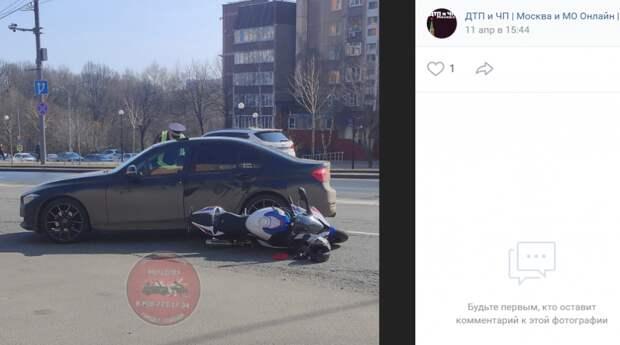 Мотоциклист и автомобиль «БМВ» не поделили дорогу на Митинской