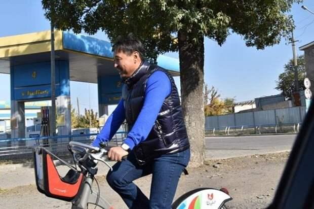 Замакима Максут Исахов советует горожанам проехаться на велобайке