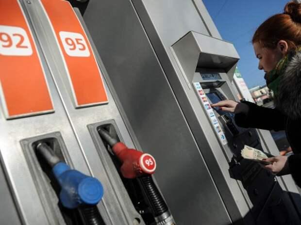 Бензин в Москве подешевел после предупреждений ФАС