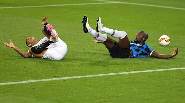 Игрок «Севильи» установил необычный антирекорд: заработал в свои ворота пенальти в 1/4 финала, 1/2 финала и финале