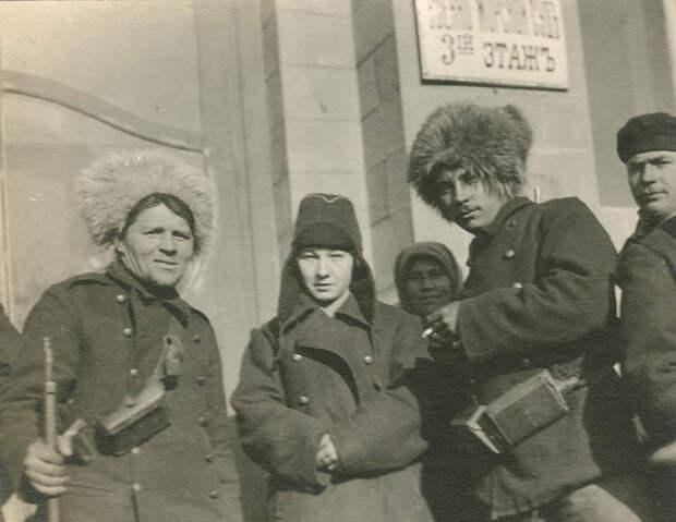 Владивосток, 1918. У здания военно-морского суда