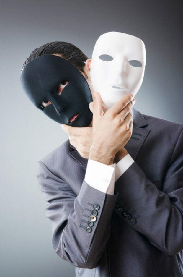 Человек в маске- обманщик. Фото взято для наглядности с depasitfotos