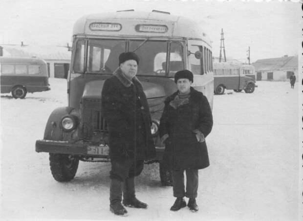 11. «Носатый» автобус на шасси горьковского грузовика. Подобная техника была частым гостем на дорогах сел и городов Союза. СССР, авто, автомобили, олдтаймер, ретро авто, ретро техника, ретро фото, советские автомобили