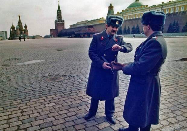 Патрулирование опустевшей Красной площади. 27 марта 1991.