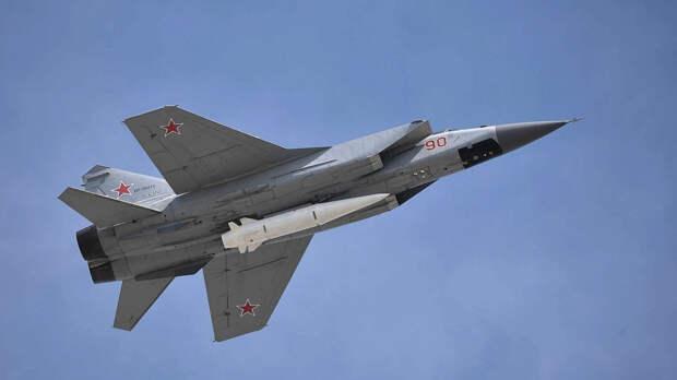 Истребитель МиГ-31 сопроводил над Баренцевым морем два самолета-разведчика НАТО