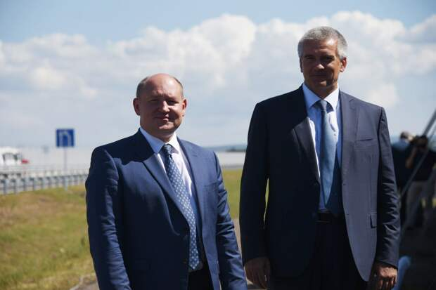 Аксёнов поздравил губернатора Севастополя с днём рождения