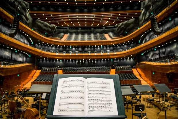 В Испании 18-летние граждане получат по 400 евро для культурного просвещения