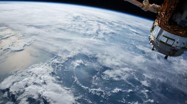 Эксперты The Economist опасаются российского спутникового оружия в космосе...