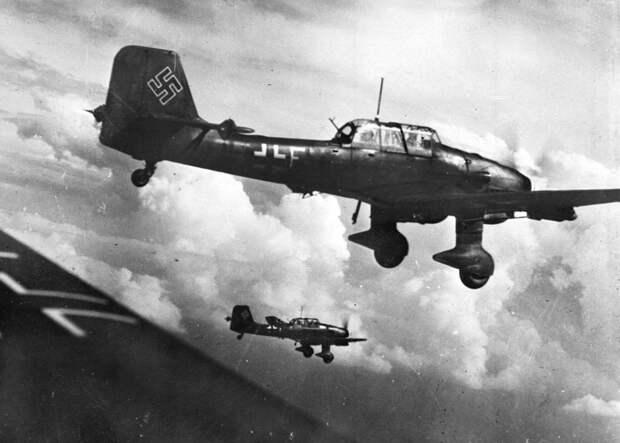 Бомбардировщики Junkers Ju 87, 1943 год LAPI/Roger Viollet via Getty Images