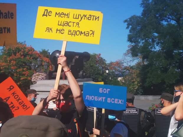 Гей-парад в Одессе: Как гитлерюгенд травил полицию и гонял ЛГБТшников