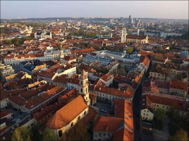 Подходящее место для съёмки фильма был выбран прекрасно сохранившийся Старый город Вильнюса.