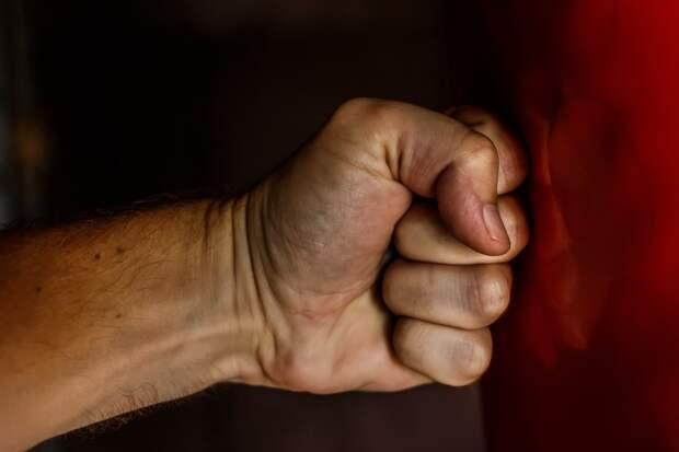 Суд вынес приговор евпаторийцу за противоправные деяния — избил пожилую женщину и полицейского