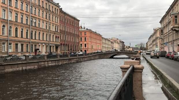 Смольный считает нерентабельным создание водного такси в Петербурге