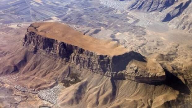 Почему Турция запрещает исследовать гору Арарат, на которой остановился Ноев ковчег