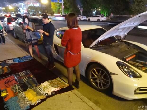 Владелец Porsche Cayman вынужден продавать свои вещи, чтобы платить за топливо
