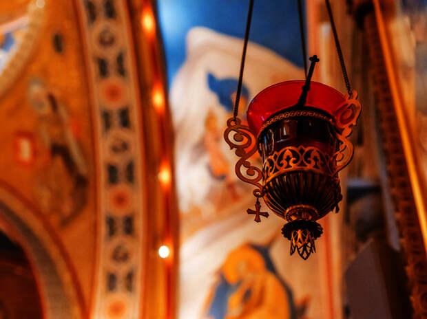 Умершая от коронавируса украинка заразила других через иконы