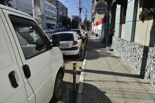Тротуары Краснодара: не тесните пешеходов, господа!