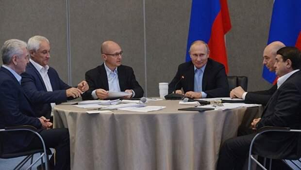 Путин рассказал, какими должны быть зарплаты и пенсии в России