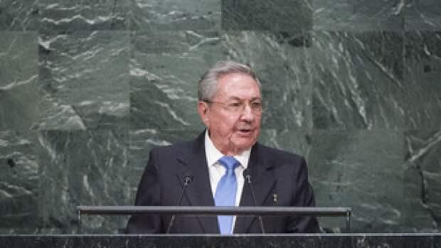 Младший брат Фиделя Кастро покидает пост главы компартии Кубы
