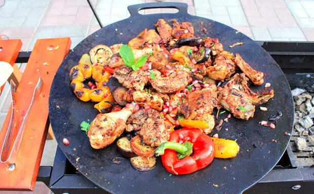 Курица по-кавказски с овощами: готовим на Юге знаменитый садж