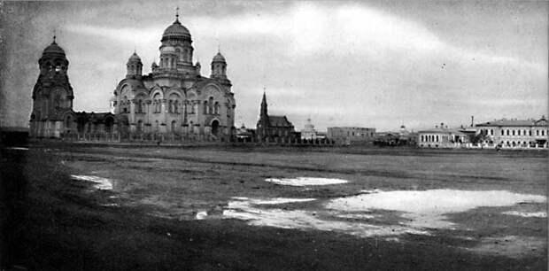 59. Иркутск. Панорама Тихвинской площади (левая половина)