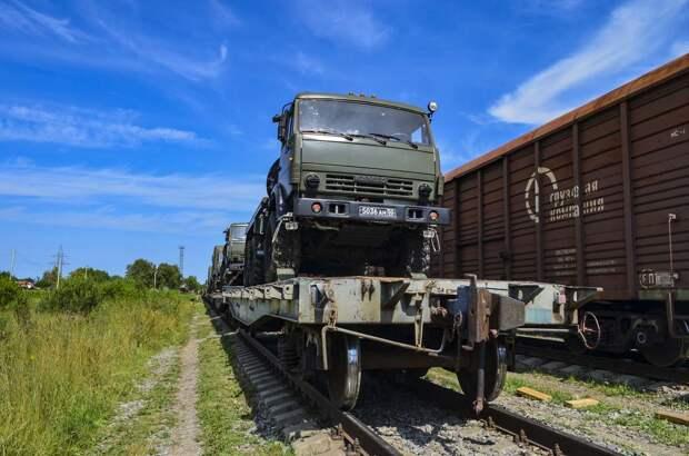 В Подмосковье военнослужащие Таманской дивизии ЗВО отработали практические навыки по погрузке военной техники на железнодорожные эшелоны