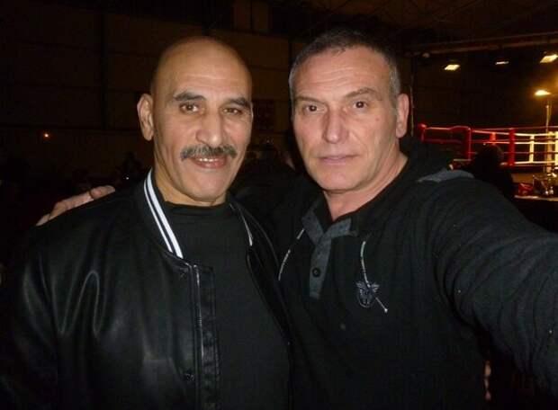 Абдель Кисси слева... не поменялся, немного постарел...