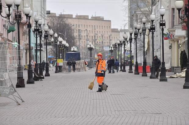 Потерять работу могут как россияне, работающие на предприятиях, так и миллионы мигрантов, которые застряли на территории России.