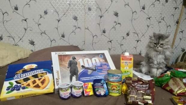 Волонтеры Подольска передали вещи и обувь семье погорельцев