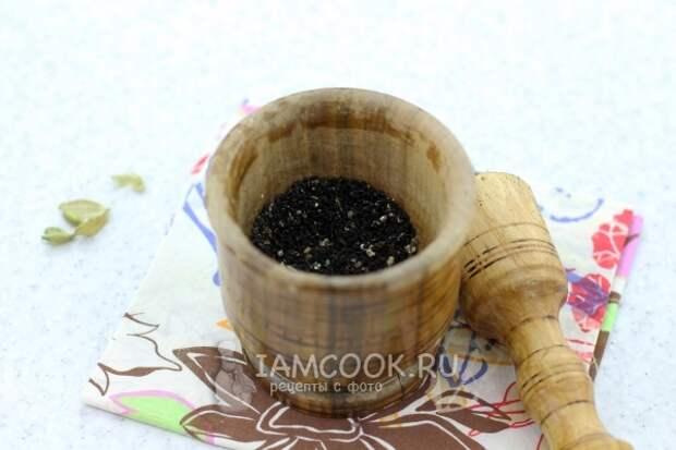 Растолочь тмин и кардамон